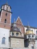 尖顶和圆顶在Wawel防御,波兰 免版税图库摄影