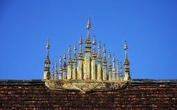 尖顶山墙寺庙 库存照片