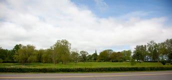 尖顶通过公园 免版税库存照片