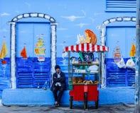尝试对做的老人住在街道在土耳其 免版税库存照片