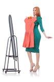 尝试新的衣物的妇女 免版税图库摄影