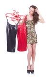 尝试新的衣物的妇女 免版税库存图片