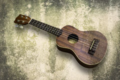 尤克里里琴在白色背景的夏威夷吉他 图库摄影