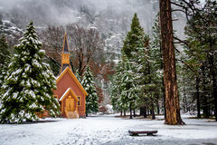尤塞米提谷教堂在冬天-优胜美地国家公园,加利福尼亚,美国 库存照片