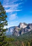 尤塞米提谷的瀑布 加利福尼亚,美国 库存照片