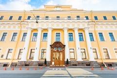尤苏波夫宫殿看法Moyka河堤防的 免版税库存照片