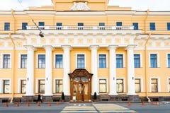 尤苏波夫宫殿门面Moyka河堤防的 免版税库存照片