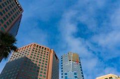 尤里卡塔和IBM大厦与美丽的蓝天在bac 免版税库存图片