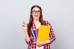 尤里卡!有一个想法!成功概念 年轻逗人喜爱的女学生 图库摄影