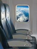就座和窗口在航空器里面 免版税库存照片