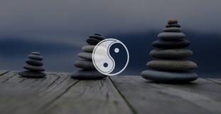 尹杨在宗教文化概念对面的平衡对比 库存图片