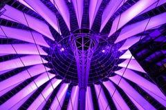 索尼中心的未来派屋顶 柏林,德国- 29 11 2016年 免版税库存图片