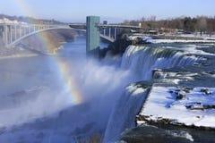 尼亚加拉大瀑布和彩虹桥梁在冬天,纽约,美国 库存图片