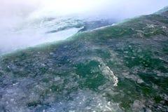尼亚加拉大瀑布的冰水 免版税库存图片