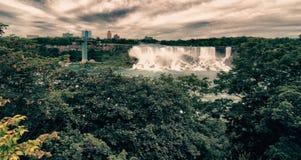 尼亚加拉大瀑布的颜色和植被 免版税图库摄影