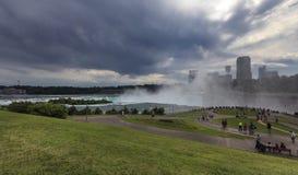 尼亚加拉大瀑布看法在风暴, NY,美国前的 库存照片