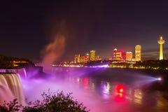 尼亚加拉瀑布光展示在晚上,美国 免版税库存图片