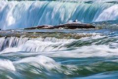 尼亚加拉瀑布压缩的看法  库存照片