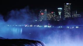尼亚加拉瀑布和娱乐复合体和旅馆在加拿大边 在游人中的普遍的地方 股票录像