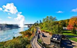 尼亚加拉瀑布在一个晴天在秋天在加拿大 图库摄影