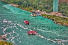 尼亚加拉瀑布小船 免版税库存照片
