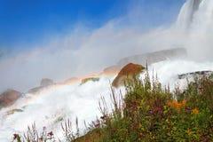 尼亚加拉瀑布的美国边有彩虹的在薄雾 图库摄影