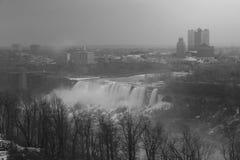 尼亚加拉瀑布美国人在黑白跌倒 库存图片