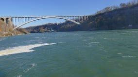 尼亚加拉瀑布,加拿大- 2016年11月13日:彩虹桥梁conne 库存照片
