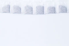 从尼古丁概念,以牙的形式茶袋的作用 同水准 免版税库存图片