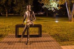 尼古拉・特斯拉的纪念碑在公园 免版税库存照片