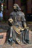 尼古拉・哥白尼长凳在奥尔什丁(波兰) 库存照片