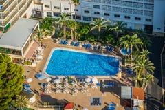 贝尼多姆,西班牙- Septiembre 11日2016年:游泳池看法和 库存图片