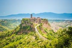巴尼奥雷焦老镇小山的在拉齐奥,意大利 库存照片