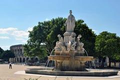 尼姆- Pradier喷泉和竞技场 库存照片