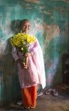 年轻尼姑在一个修道院里在曼德勒 库存图片