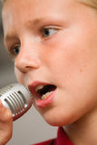 尼尔唱歌 免版税图库摄影