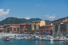 尼斯五颜六色的港口的视图-,法国 库存图片
