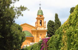 尼斯城堡,法国教会和cimetery  免版税库存图片