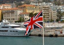尼斯城市,法国-在口岸de Nice的英国旗子 库存照片