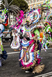 尼斯狂欢节,花`争斗 波里尼西亚的传统服装游行  免版税库存照片
