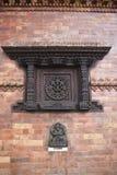尼泊尔小寺庙窗口 免版税图库摄影