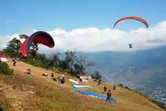 尼泊尔滑翔伞 免版税库存图片