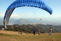 尼泊尔滑翔伞 免版税库存照片