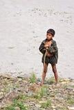 尼泊尔牧民男孩画象有标尺的 库存图片