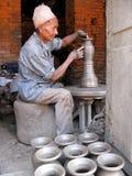 尼泊尔陶瓷工 免版税库存照片