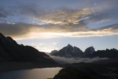 尼泊尔高峰taboche 库存图片