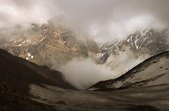 尼泊尔,喜马拉雅山,安纳布尔纳峰范围-旅行风景全景 免版税图库摄影