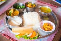 尼泊尔- 2016年12月23日: :尼泊尔的Dal Bhat食谱地方食物 库存照片