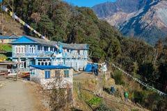 尼泊尔- 2016年12月24日: :旅行家的地方小屋moun的 图库摄影