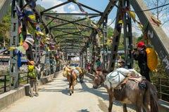 尼泊尔 老金属桁架桥 库存图片